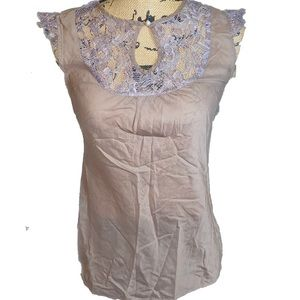NWOT- Taupe Lace wing Tip Sleeve Top